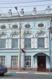 2/10 Stadtlandschaften in Russland sind geprägt von widersprüchlichen Eindrücken: Architektur aus der Zarenzeit vor 1918, gemischt mit sowjetischen Infrastrukturen.