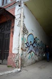 5/10 Nicht nur die klassischen Gebäude von Zar Nikolas II fallen fast auseinander. Für Renovierungen öffentlicher Gebäude scheint sich keiner verantwortlich zu fühlen: Die Stadtverwaltung arbeitet ja nicht da drin, und den Angestellten gehört das Gebäude nicht.